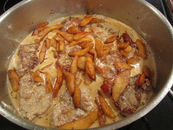 Pork with apples and cream 013